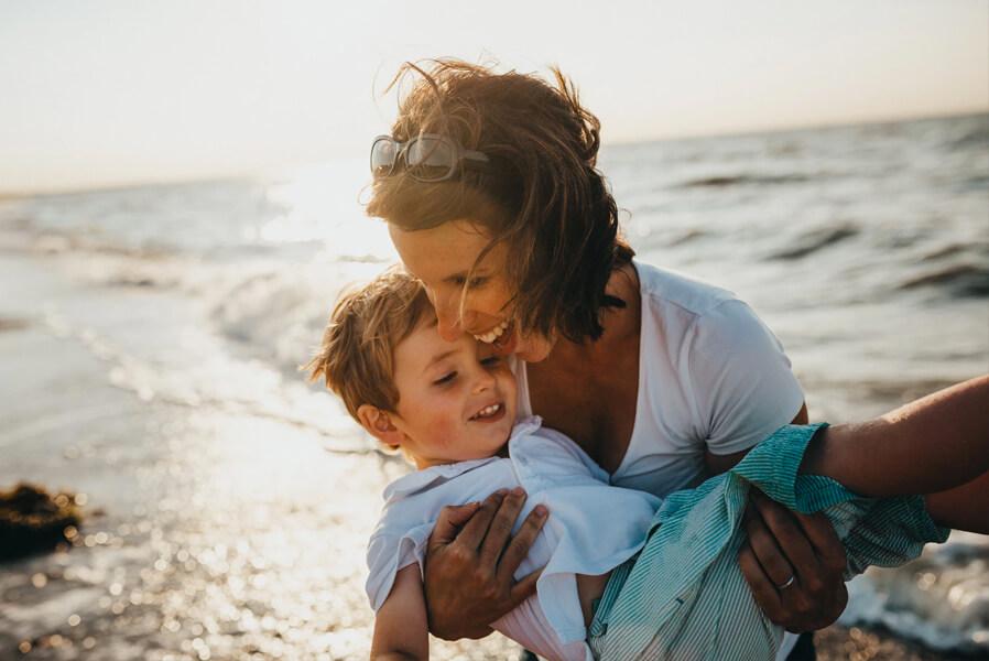 motinystes ismokos dirbantiems savarankiskai